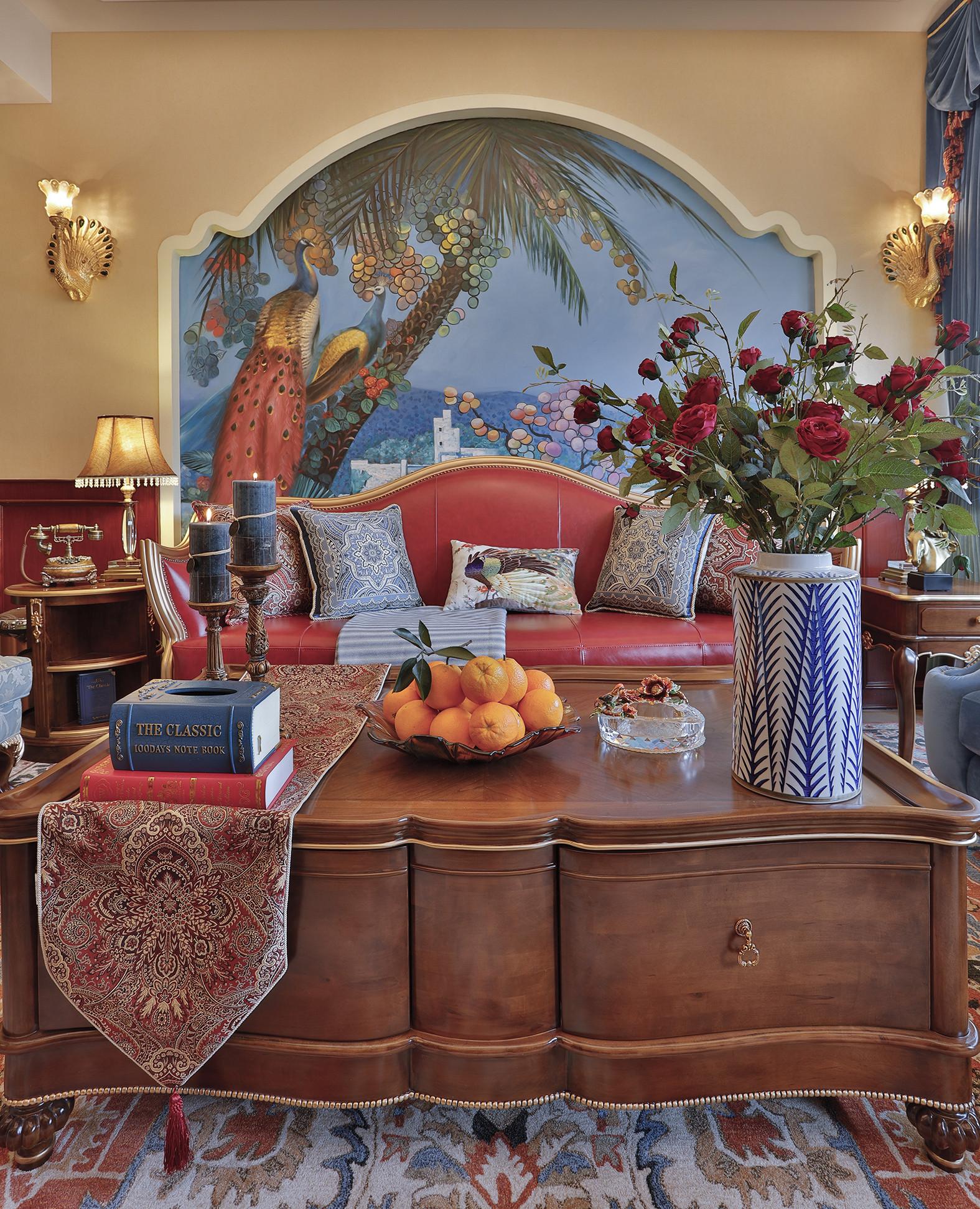 古典美式复式装修茶几图片