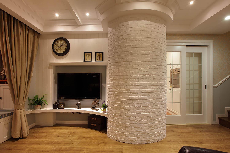 125平复式美式三居装修电视背景墙图片