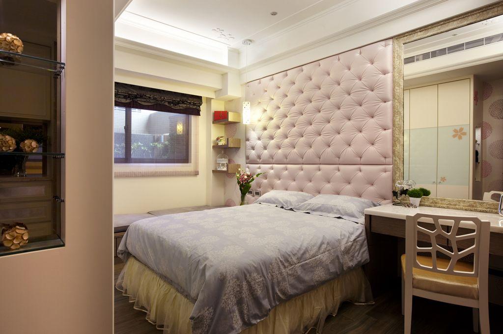 简欧设计 卧室软包背景墙装饰图