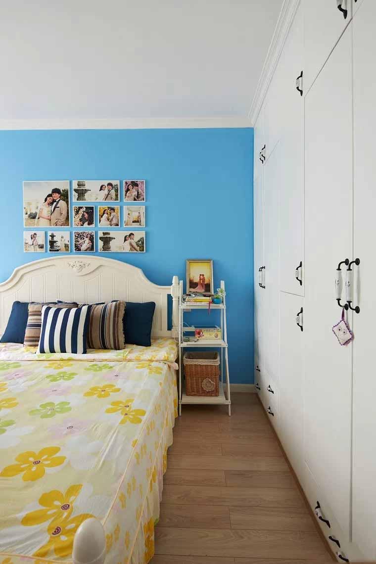 蓝色地中海风格卧室白色衣柜搭配效果图