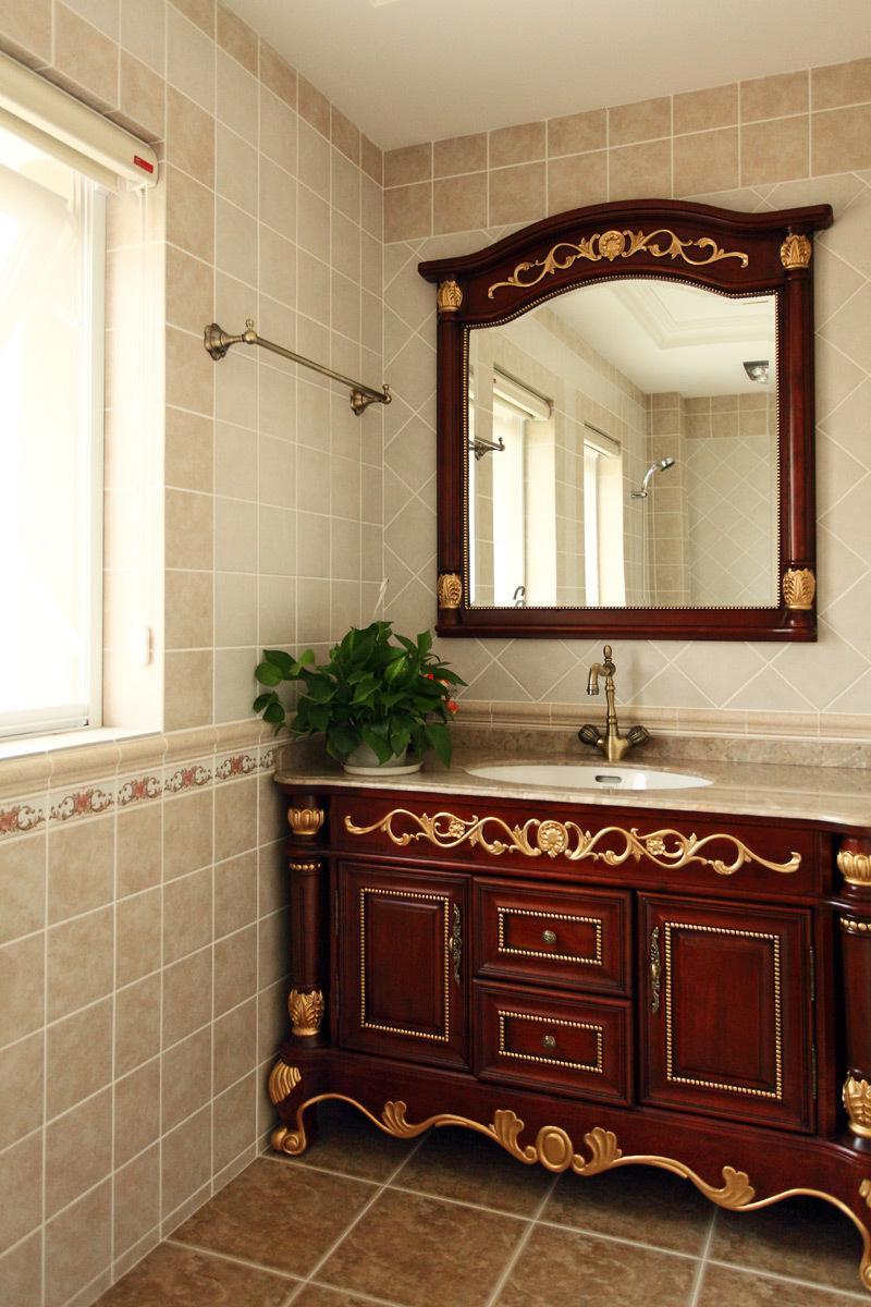贵气欧式复古风格卫生间浴室柜及镜子装潢美图