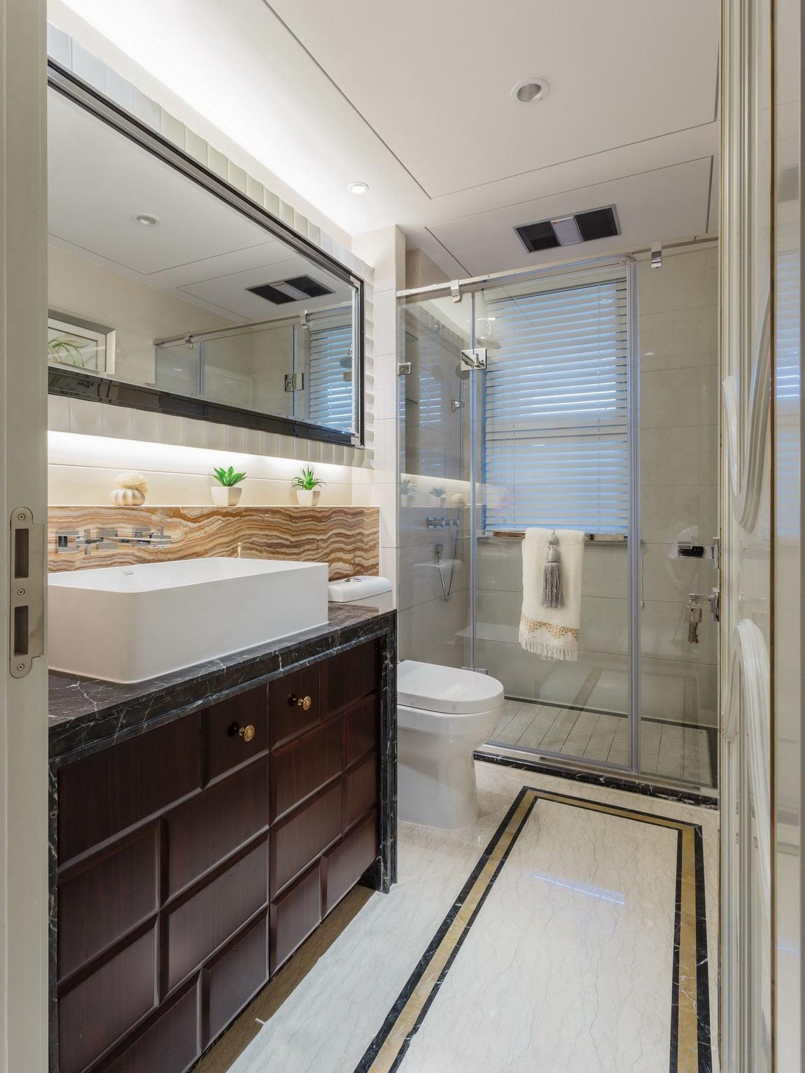美式设计3平米干湿分离卫生间装修效果图