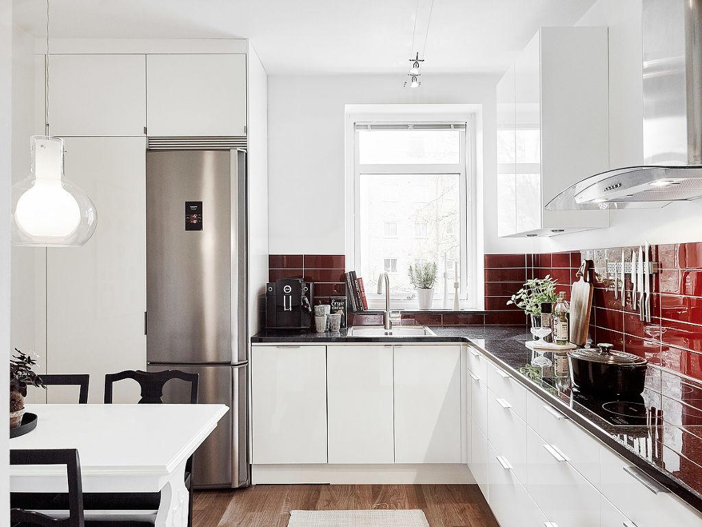 明亮北欧风厨房 红色墙砖装饰