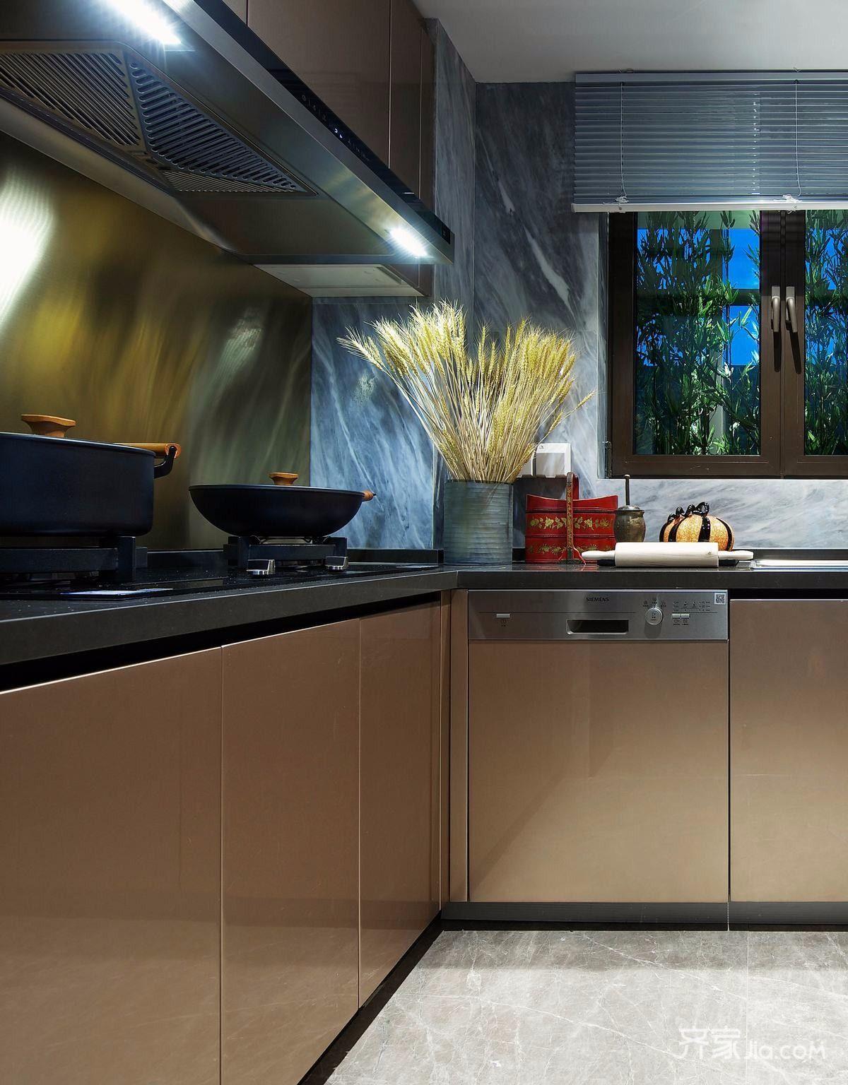 现代简约三居设计厨房布置图