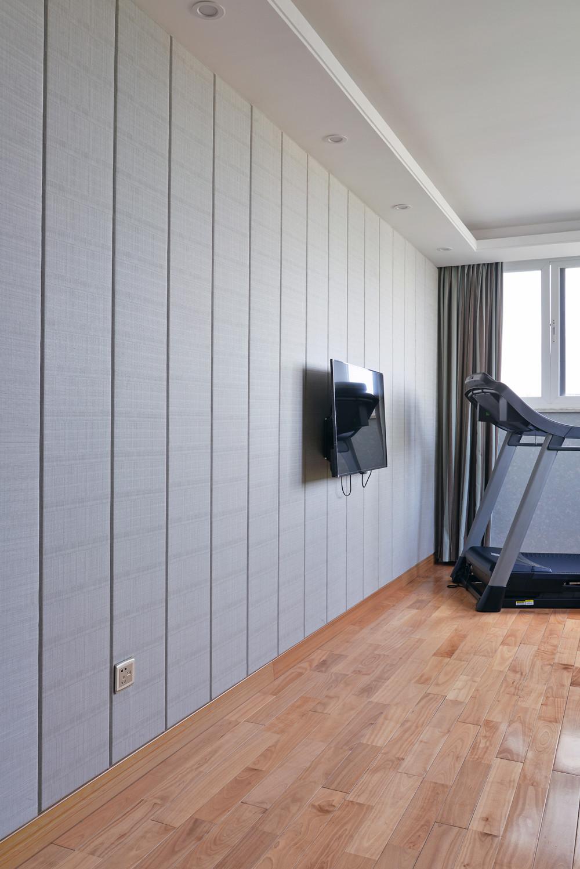 90平极简主义二居装修健身房一角