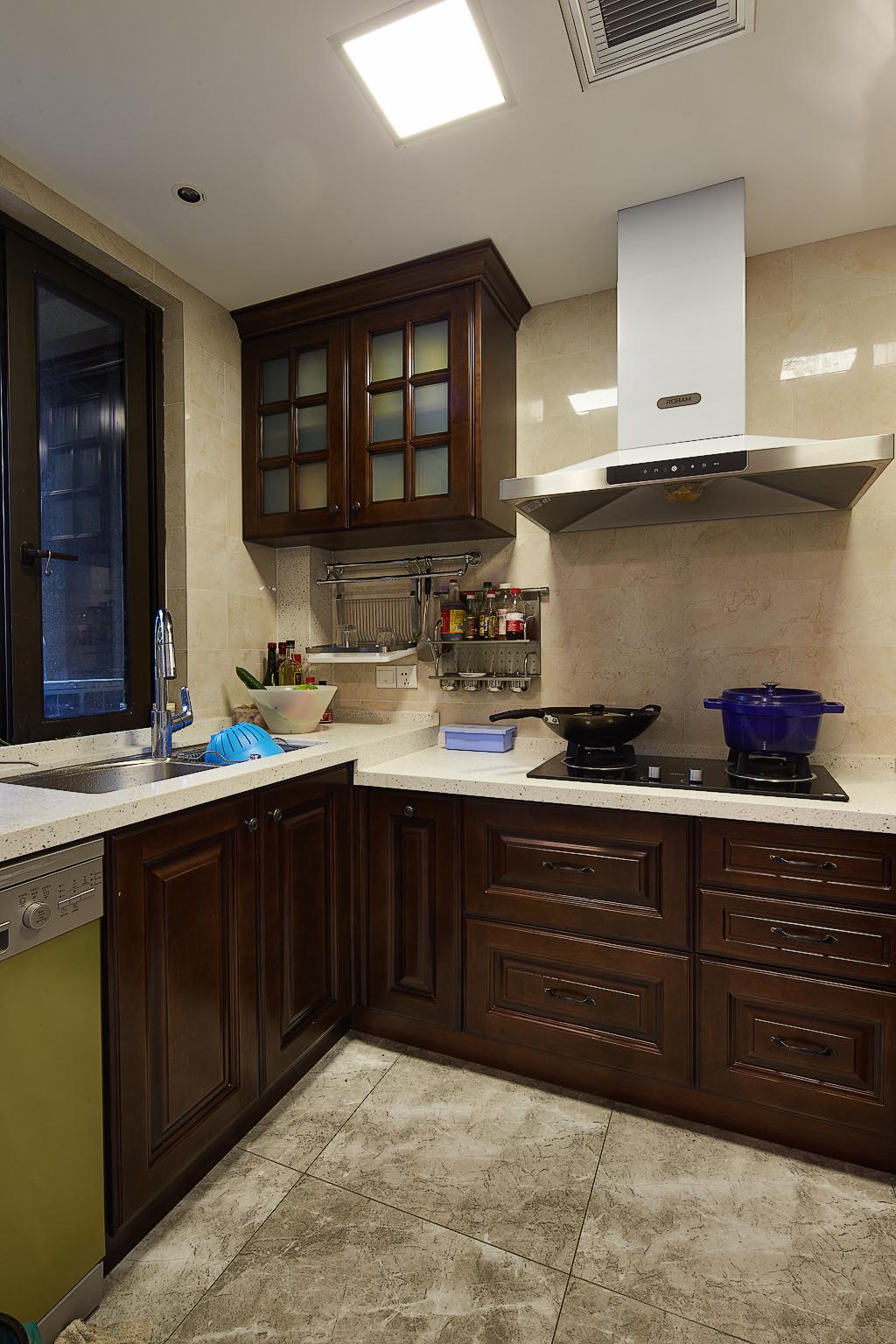 160平美式装修厨房布局图
