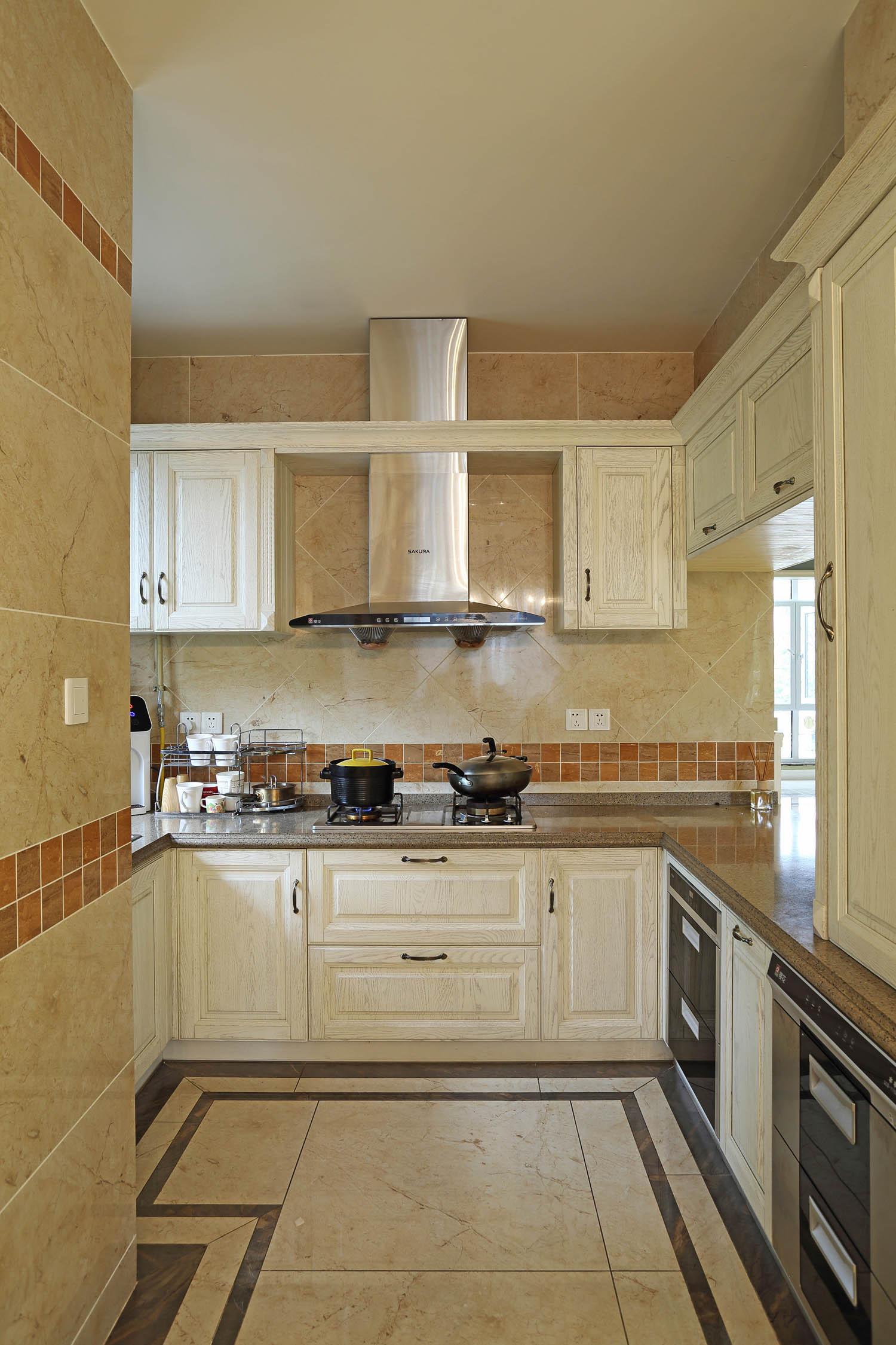 纯正美式别墅装修厨房布局图