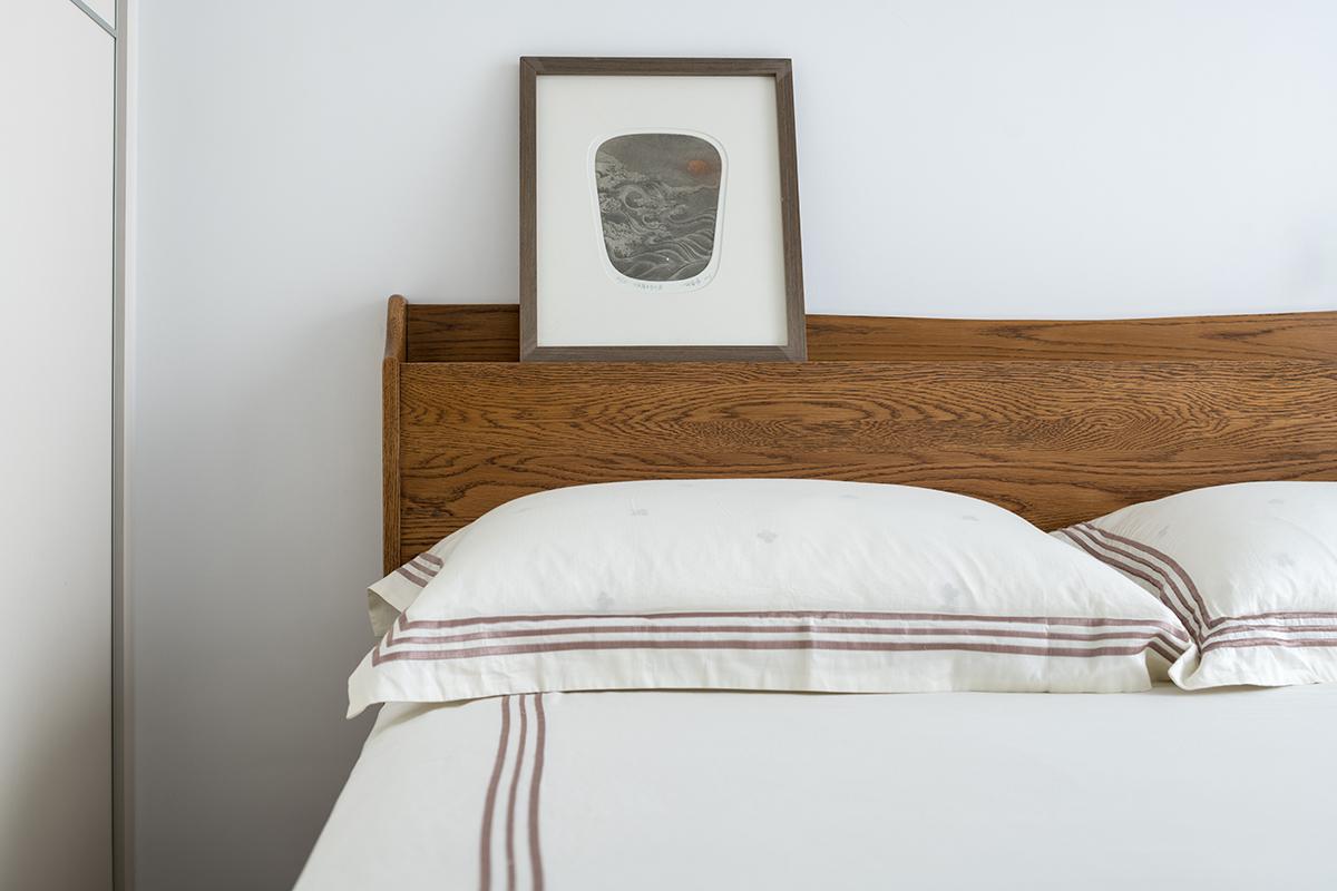 106㎡复式简约风装修床头细节图