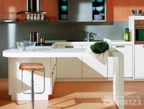 现代田园厨房白色橱柜装修设计图