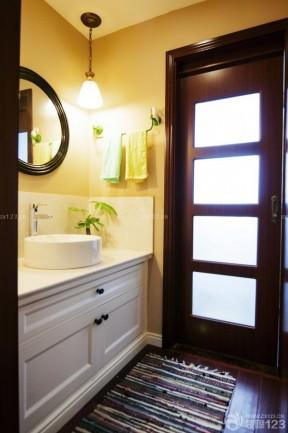 现代家装卫生间毛巾架装潢效果图