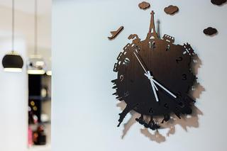 现代简约三居室装修造型钟设计