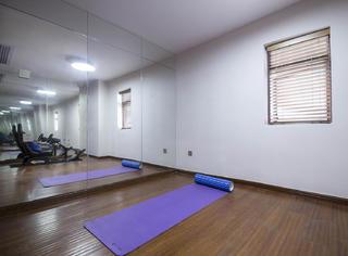 现代简约四房装修瑜伽房图片