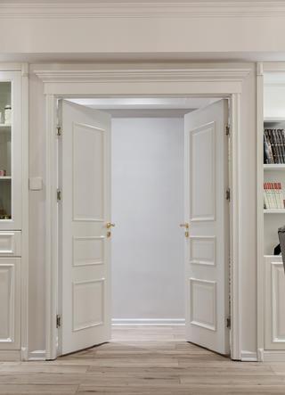 130平美式装修卧室大门图片