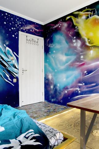 混搭二居装修卧室手绘墙