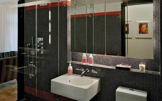 时尚现代混搭卫生间黑白马赛克瓷砖背景墙装饰图