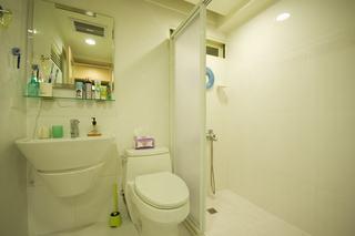 清纯简约家居卫生间隔断设计玻璃移门装饰图