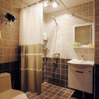 简约田园风卫生间窗帘隔断设计
