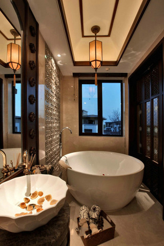 奢华精致东南亚别墅卫生间圆形浴缸设计