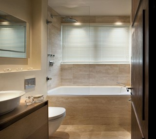 温馨简美式卫生间浴缸设计