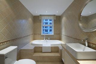 简约现代卫生间浴缸设计装修图