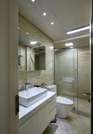 现代家庭三居室卫生间装饰设计图