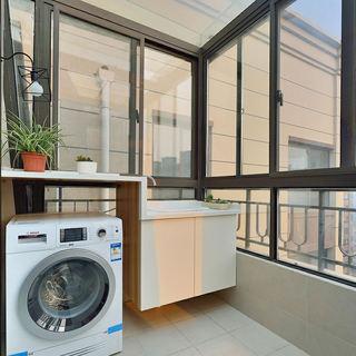 通透时尚现代玻璃洗衣房阳台设计
