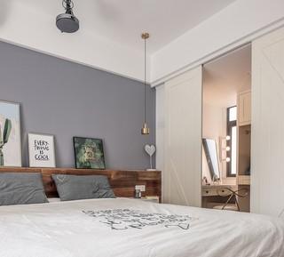 自然北欧风卧室衣帽间推拉门隔断设计