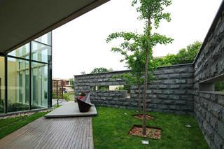 现代风格别墅装修庭院欣赏图
