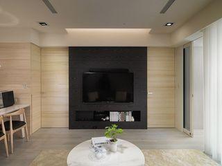 简约现代原木电视背景墙设计