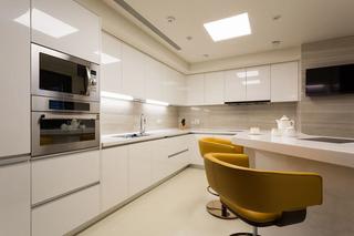 优雅高端美式设计厨房带吧台效果图