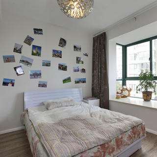 清新简约卧室照片墙设计