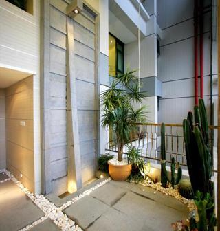 现代复式样板房装修露台欣赏图
