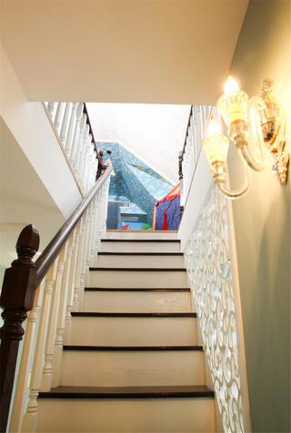大户型美式复式装修楼梯设计
