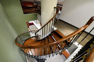 混搭别墅装修楼梯设计