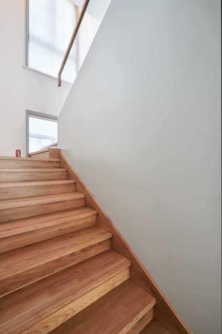 大户型休闲四居室装修楼梯设计图