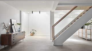 简约休闲三居室装修楼梯设计图