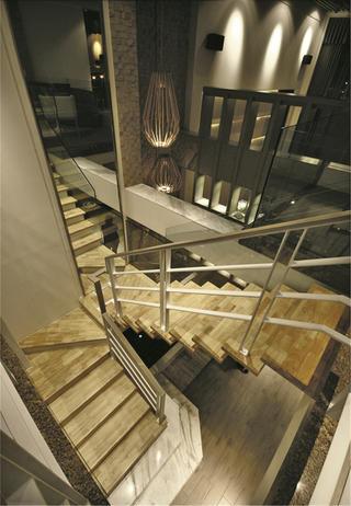 大户型装修楼梯特写