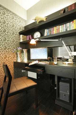 135平现代简约装修书桌图片