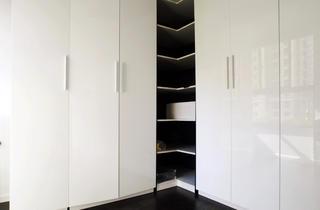 95㎡现代简约两居装修衣柜图片