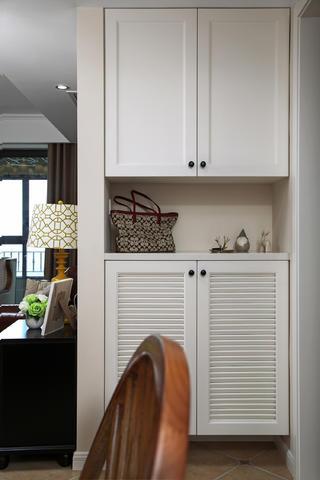 105平美式风格三居装修入户鞋柜