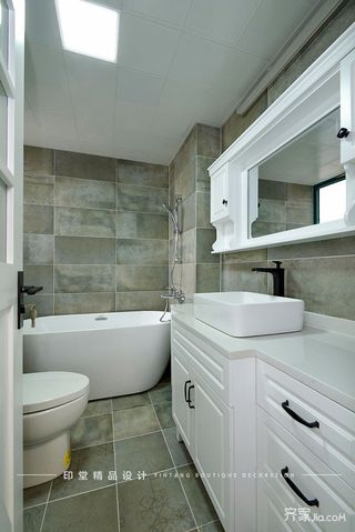 简约复式三居装修浴室柜效果图