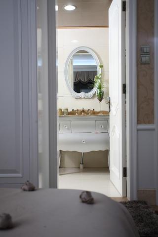新古典三居装修浴室柜图片