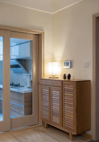 日式风格两居室装修玄关柜设计图