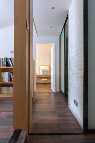 简约复式公寓设计卧室过道