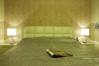 现代简约风格三居卧室布置图