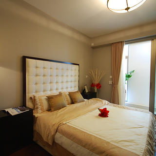 75㎡现代简约两居卧室装修效果图