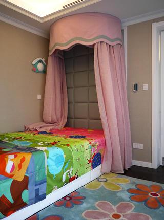 美式混搭三居床头软包设计