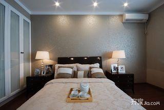 欧式风格三居卧室背景墙装修效果图