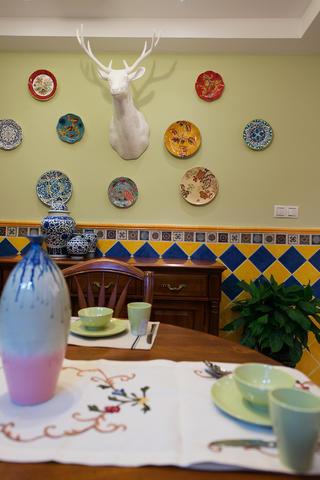120㎡美式三居室装修餐厅背景墙图片