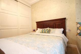 60平美式风格两室两厅卧室床品图片